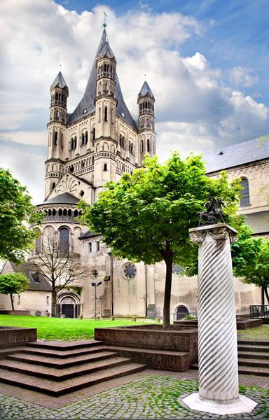 Jedna z największych katedr w Europie.