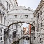 Ponte dei Sospiri - słynny Most Westchnień łączący Pałac Dożów z budynkiem dawnego więzienia
