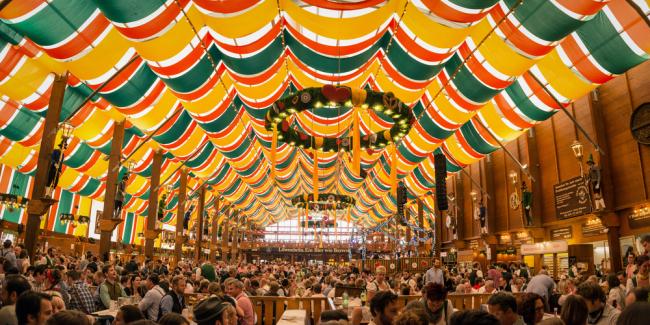 Hippodrom - jeden z piwnych namiotów  przy Oktoberfest