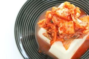 Symbol koreańskich kuchni  - Kimchi, czyli kiszone warzywa z dodatkami to prawdziwa bomba witaminowa.