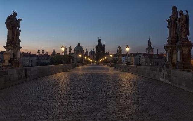Tanie loty do Czech. Odkryj świąteczną Pragę!