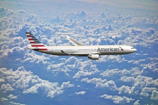 Lot bezpośredni czy dłuższy lot z przesiadką?