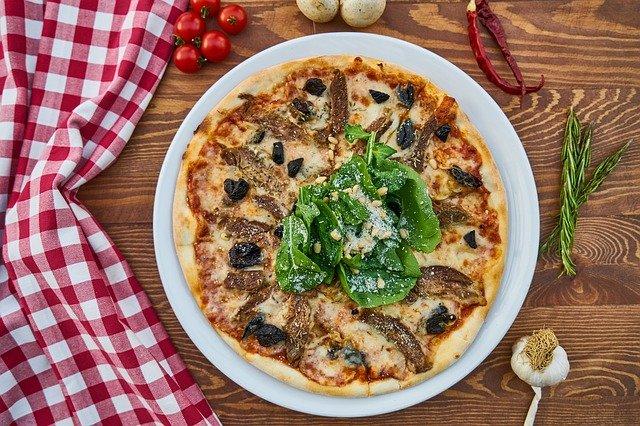 Słynne dania kuchni włoskiej – co zjeść na wakacjach?