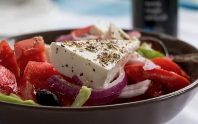 Greckie smakowite tradycyjne dania – loty do Aten od 175 zł!