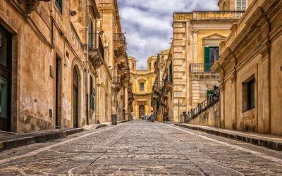 Tanie loty. Dokąd samolotem? Grecja i Włochy za mniej niż 80 zł